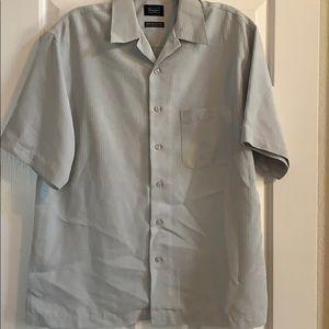 Men's Haggar short sleeve shirt, size M